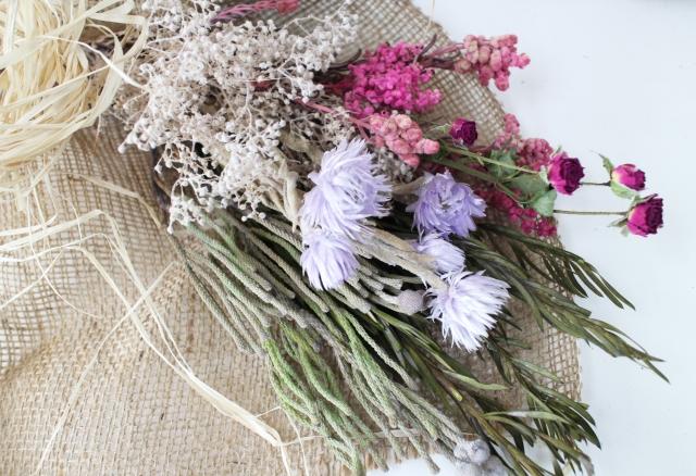 簡単で楽しいスワッグ作り!ドライになるおすすめの花材は?
