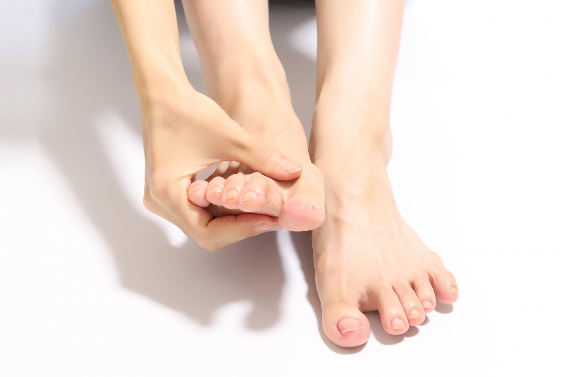 足裏が硬いと足がむくむ?足裏をほぐし鍛える方法3選